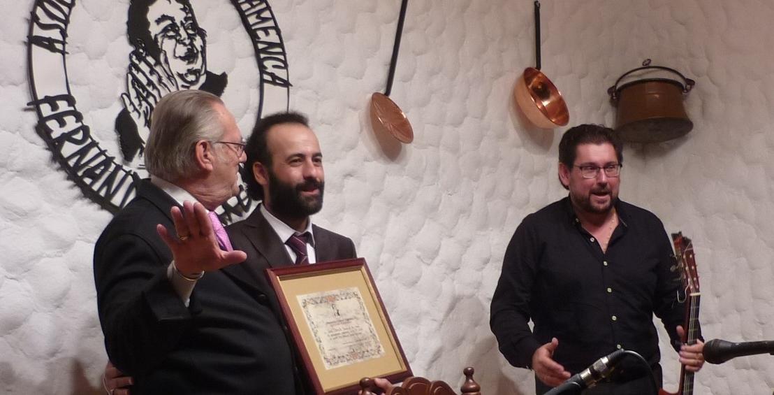 Crónica.- José Canela presenta sus credenciales en la casa deTerremoto