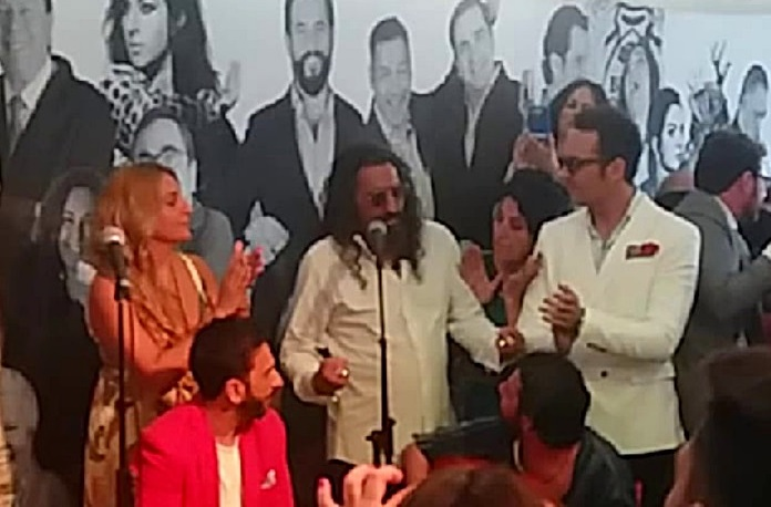 Vídeo.- La pincelada de Diego El Cigala en la caseta de La Buena Gente en la Feria deJerez