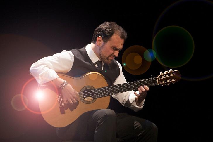 """Santiago Lara estrena """"La Guitarra en el Tiempo"""", un homenaje a los grandesmaestros"""