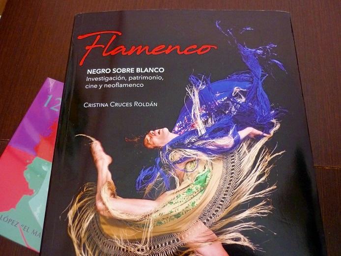 "Programa.- Cristina Cruces nos presenta su libro ""Flamenco, negro sobreblanco"""