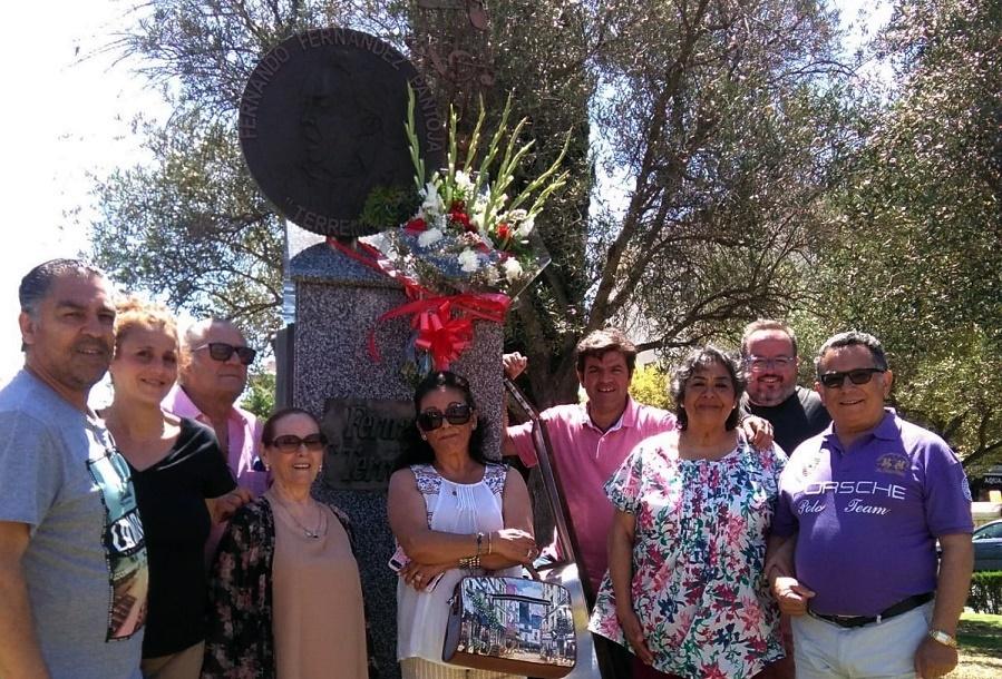 """La familia """"Terremoto"""" renueva la ofrenda floral a sustitulares"""