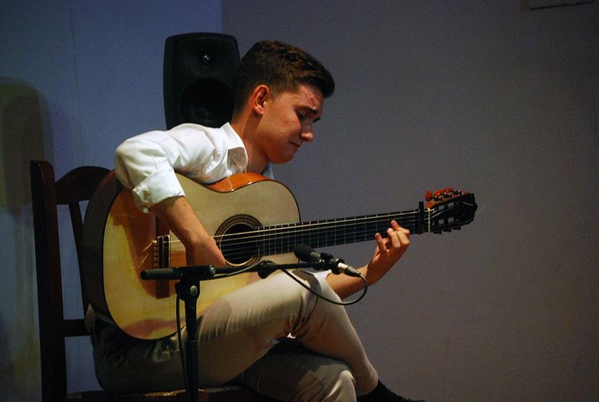 """Manuel Cerpa de Chipiona, ganador del 2º Concurso de guitarra """"JavierMolina"""""""