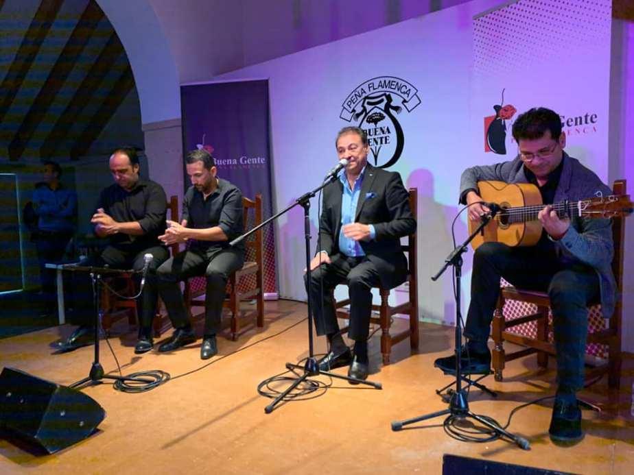 Catando vídeos: Luis Moneo y su hijo Juan Manuel por soleá en La BuenaGente