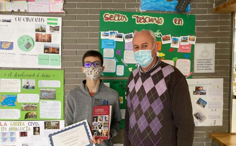 """Premian a un alumno del IES """"Nuevo""""  con nuestro libro sobre laAlbarizuela"""